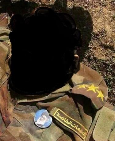 pasukan Iran dengan memasang emblem Khumainy